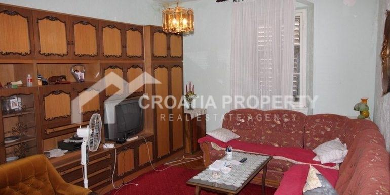 Split apartment (2)