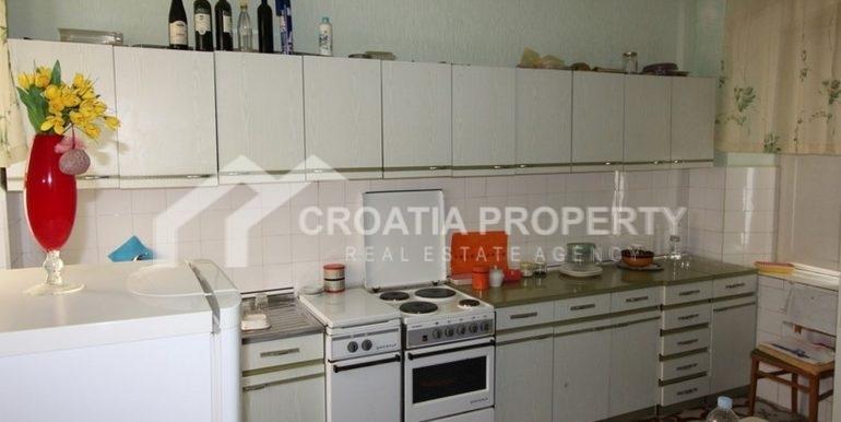 Split apartment (3)