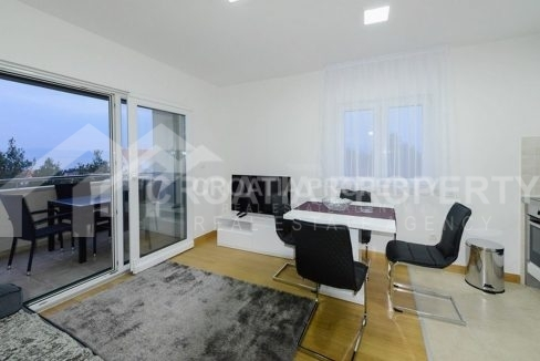 Two-bedroom apartment for sale Supetar - 1903 - dining area (1)
