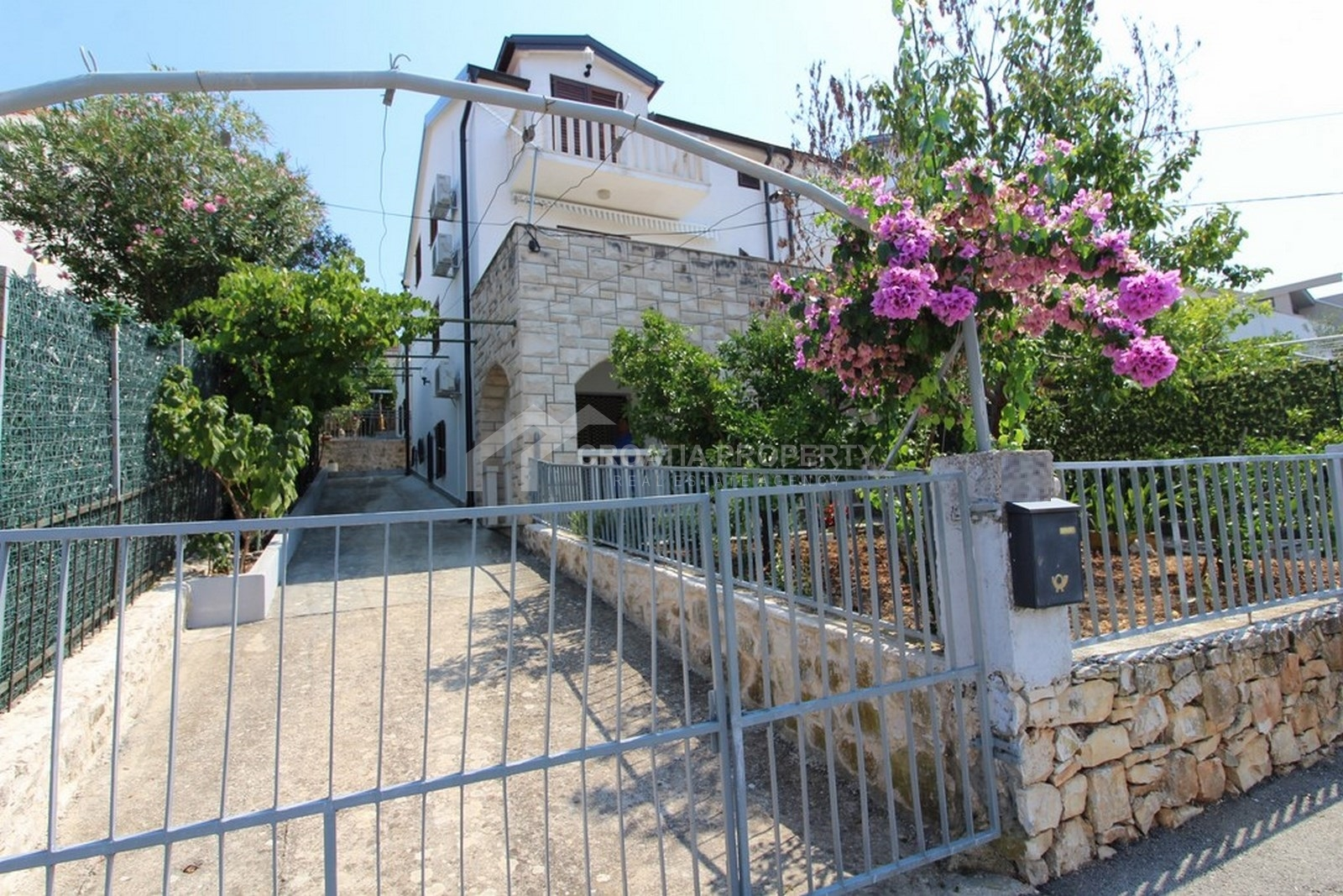 Semi-detached house for sale Sutivan