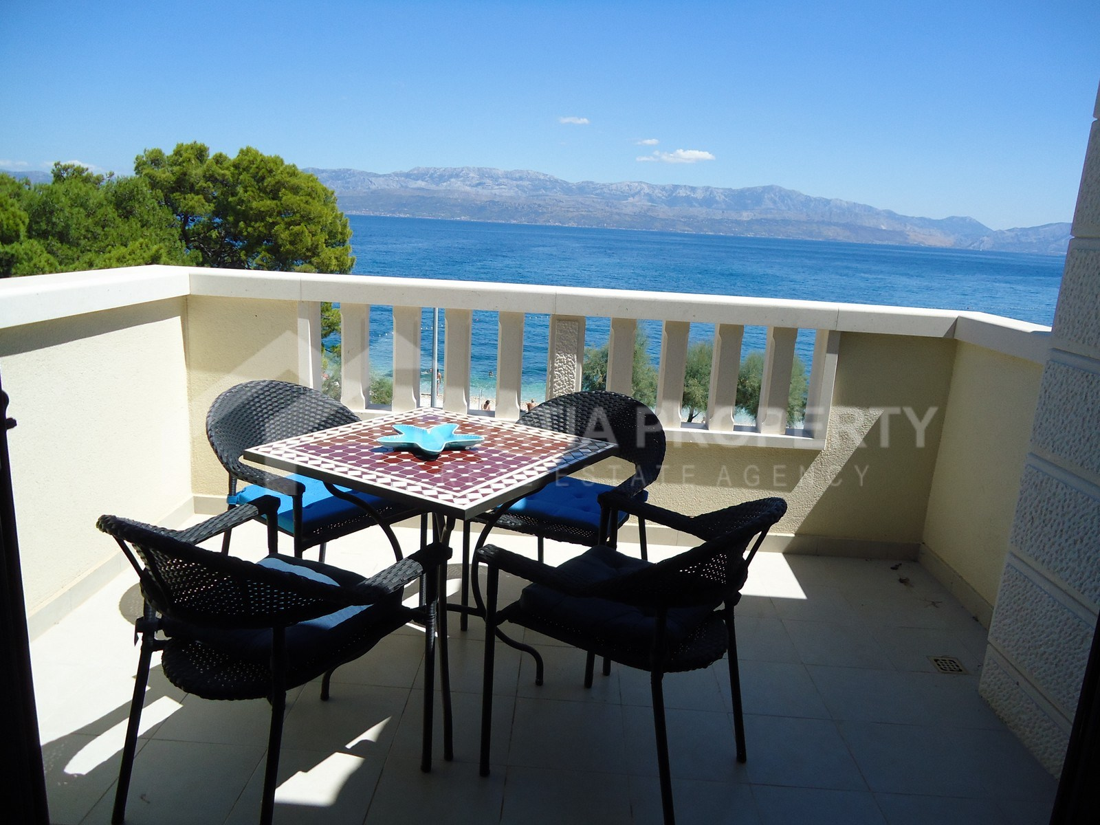 Luxurious seafront apartment for sale Sutivan