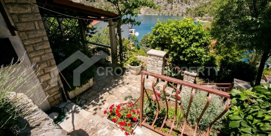 House for sale Brac, second row