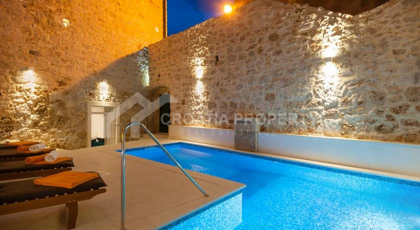 Excellent stone house for sale Bol