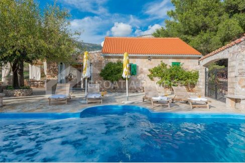 Villa for sale Brac Bol (0)