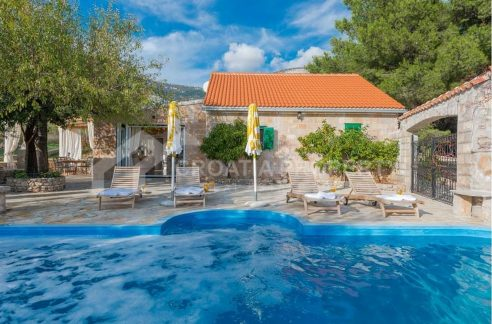 Villa for sale Brac Bol 1940 - house and pool (1)