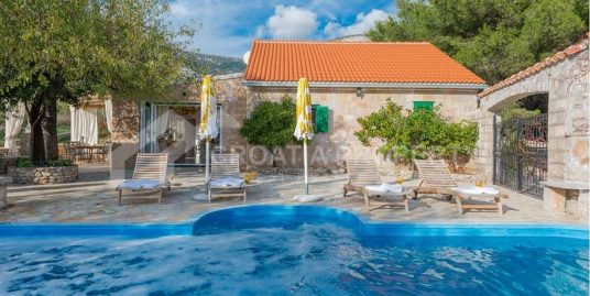 Luxurious villa for sale Bol