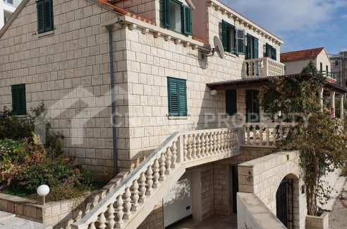 superb house on Brac - 1943 - front (1)
