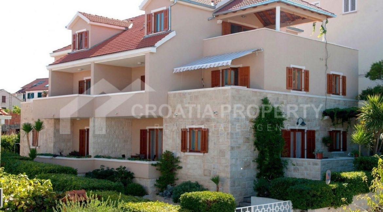 Beautiful villa in Postira - 1964 - photo (1)