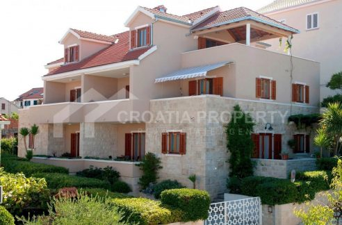 Villa for sale Brac Postira - 1964 - house front (1)
