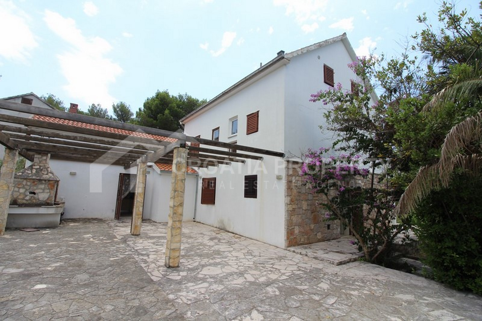 Charming detached house for sale on Brac