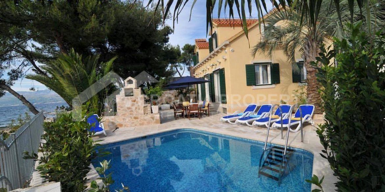 seafront villa Mirca (1)