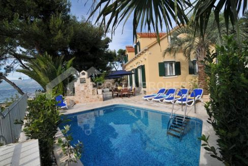 Seafront villa for sale Mirca - 1956 - villa with pool (1)