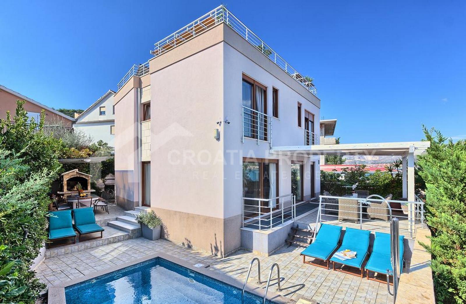 Ciovo luxury seafront villa