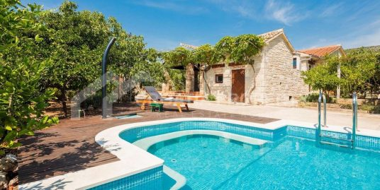 Villa with pool near Marina