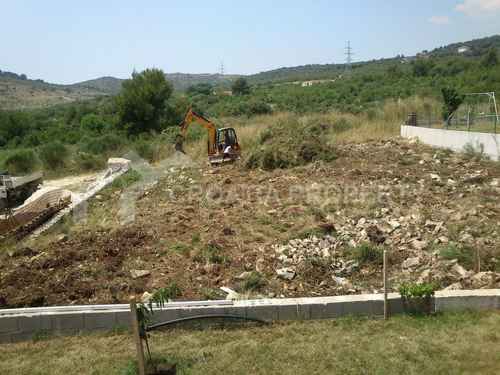 Ein Baugrundstück in Kaštela zu verkaufen
