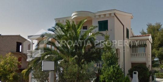 Seafront apartment house Rogoznica