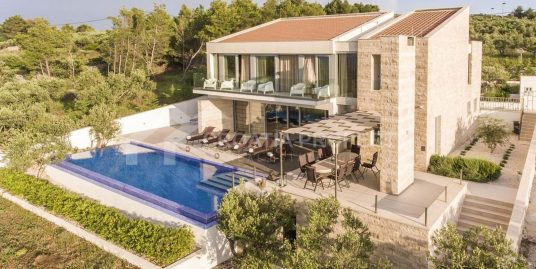 A luxurious villa on island Brač for sale