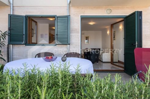 Apartment with pool Ciovo - 2015 - terrace (1)