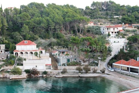Exclusive sale of a plot on Šolta - 2020 - view (1)