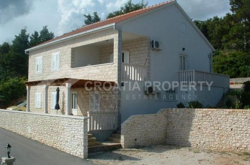 Detached house with seaview Postira - 2033 - front view (1)