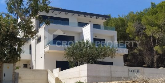 Attractive detached house in Slatine