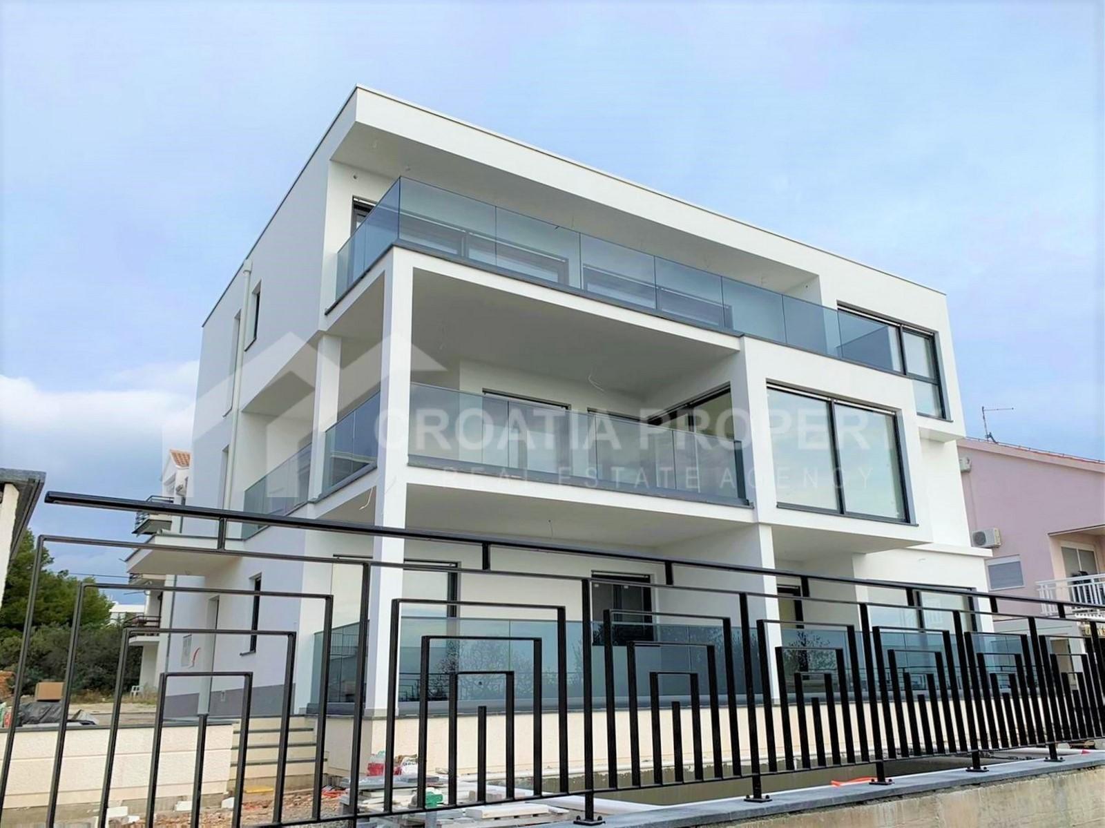 Spacious apartment with seaview Ciovo
