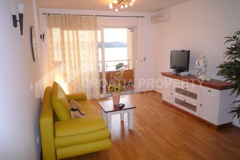 Sea view apartment Ciovo - 2055 - living room (1)