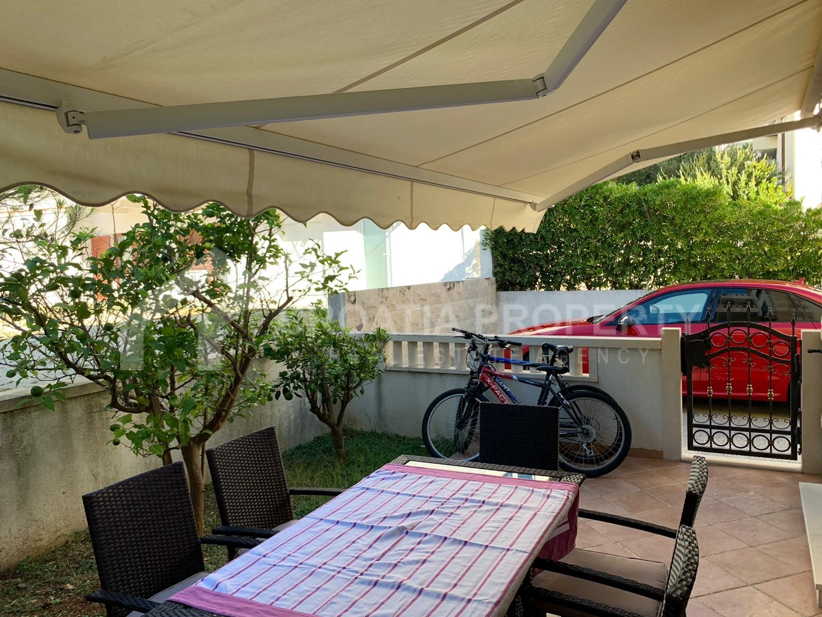 One-bedroom apartment with garden Bol