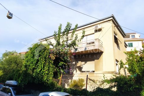 House near center of Split - 2085 - front view (1)