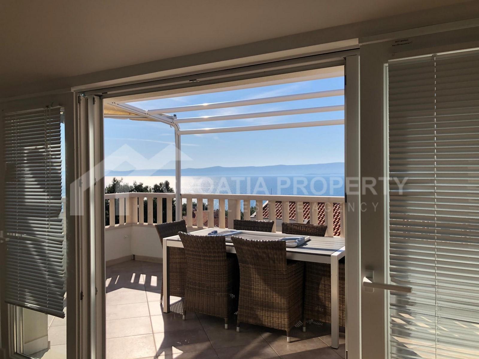 Three-bedroom apartment sea view Bol