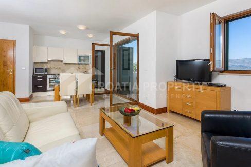 One-bedroom apartments close to sea Ciovo - 2072 - living room (1)