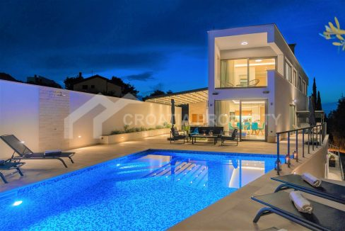 New villa with pool in Supetar - 2106 - front view (1)