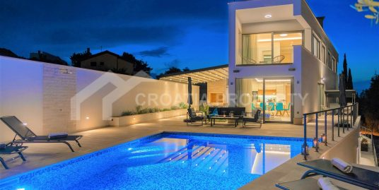 New villa with pool in Supetar