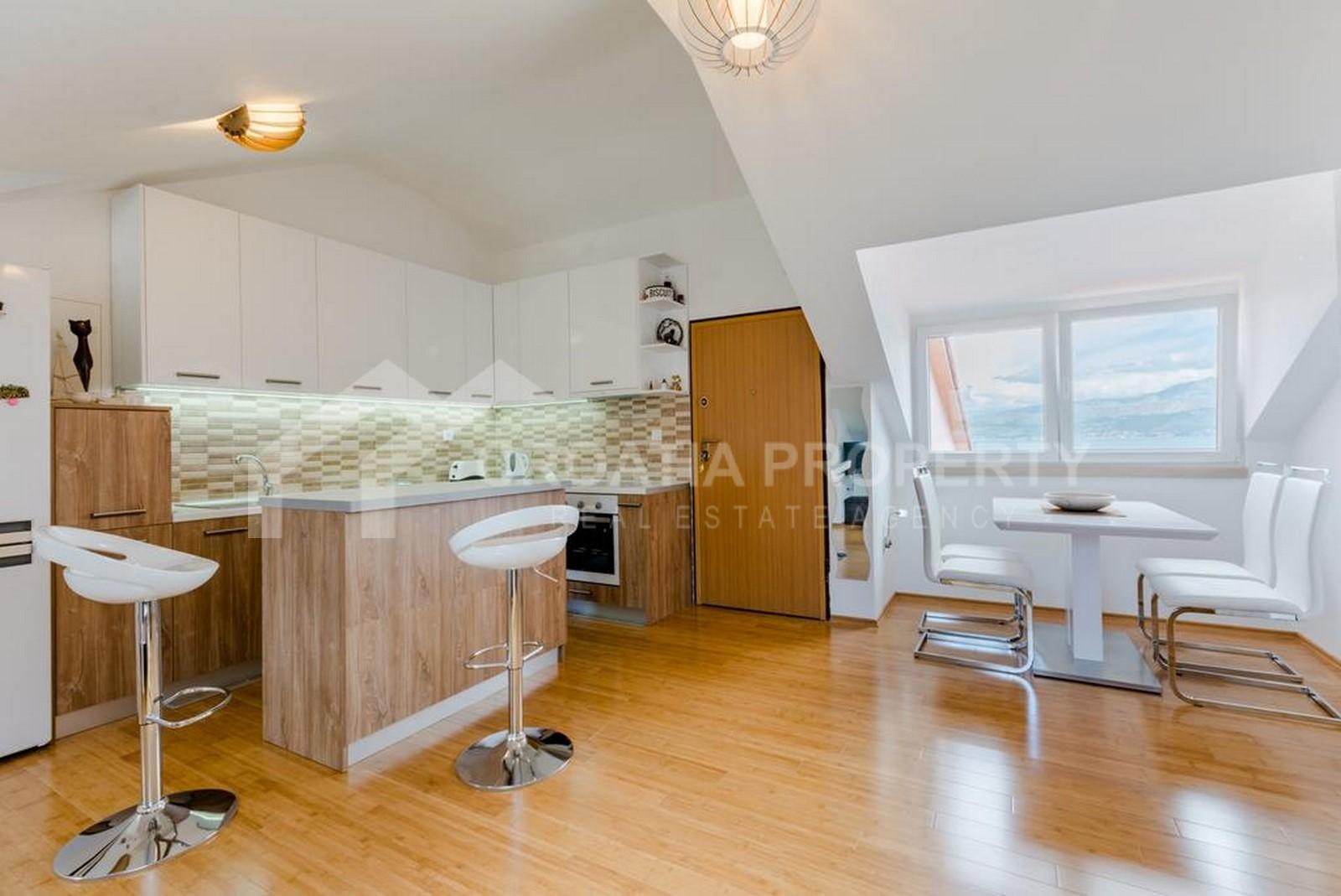 Furnished seafront apartment Postira