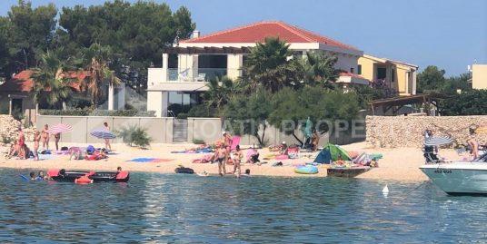 Neue Villa direkt am Meer Sevid