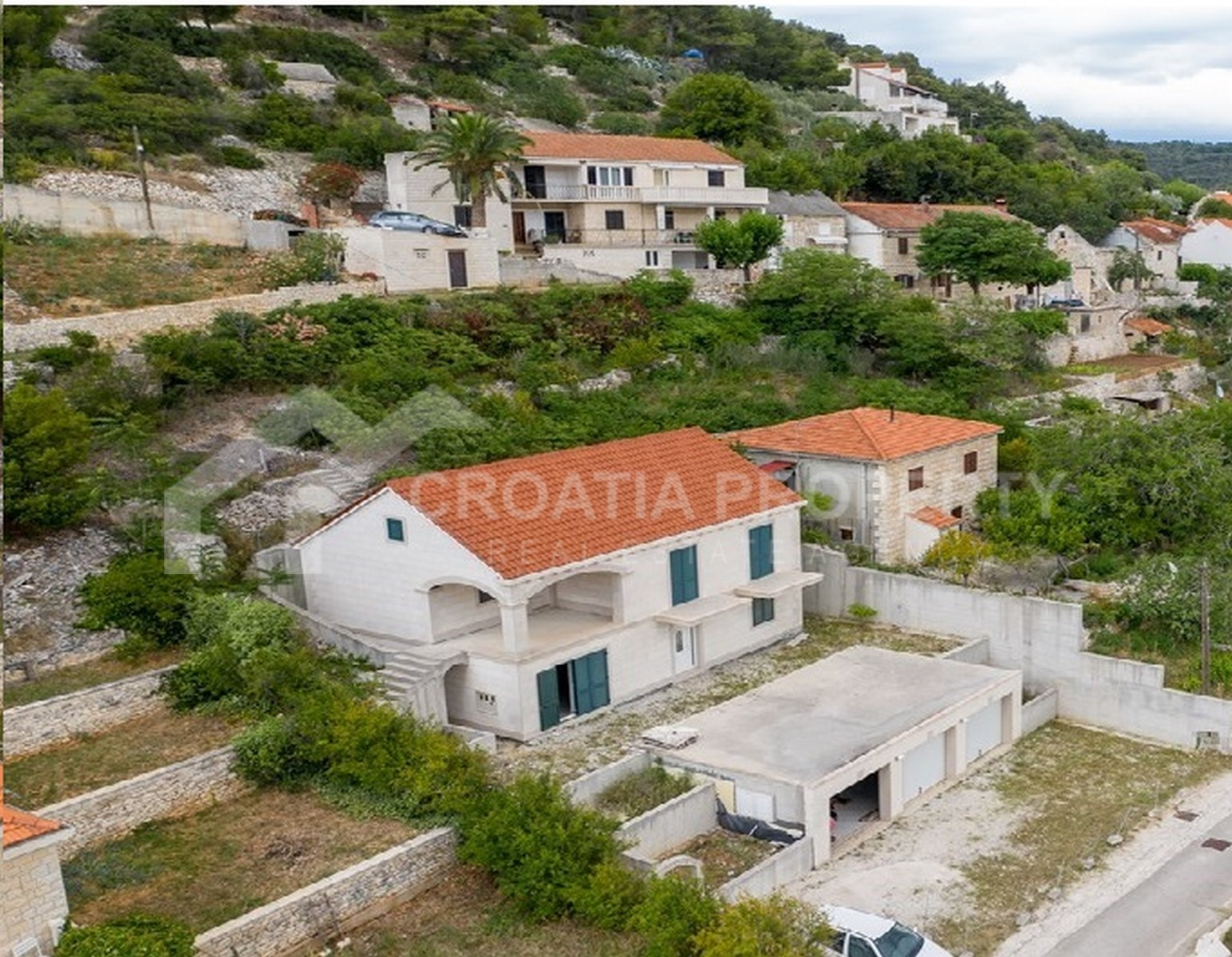 House with two apartments Brač
