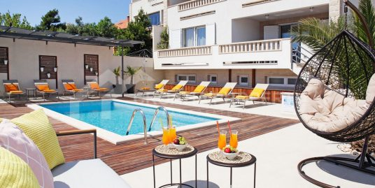 Ground floor apartment with pool Bol