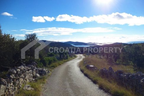 Building land with sea view Rogoznica - 2120 - road (1)