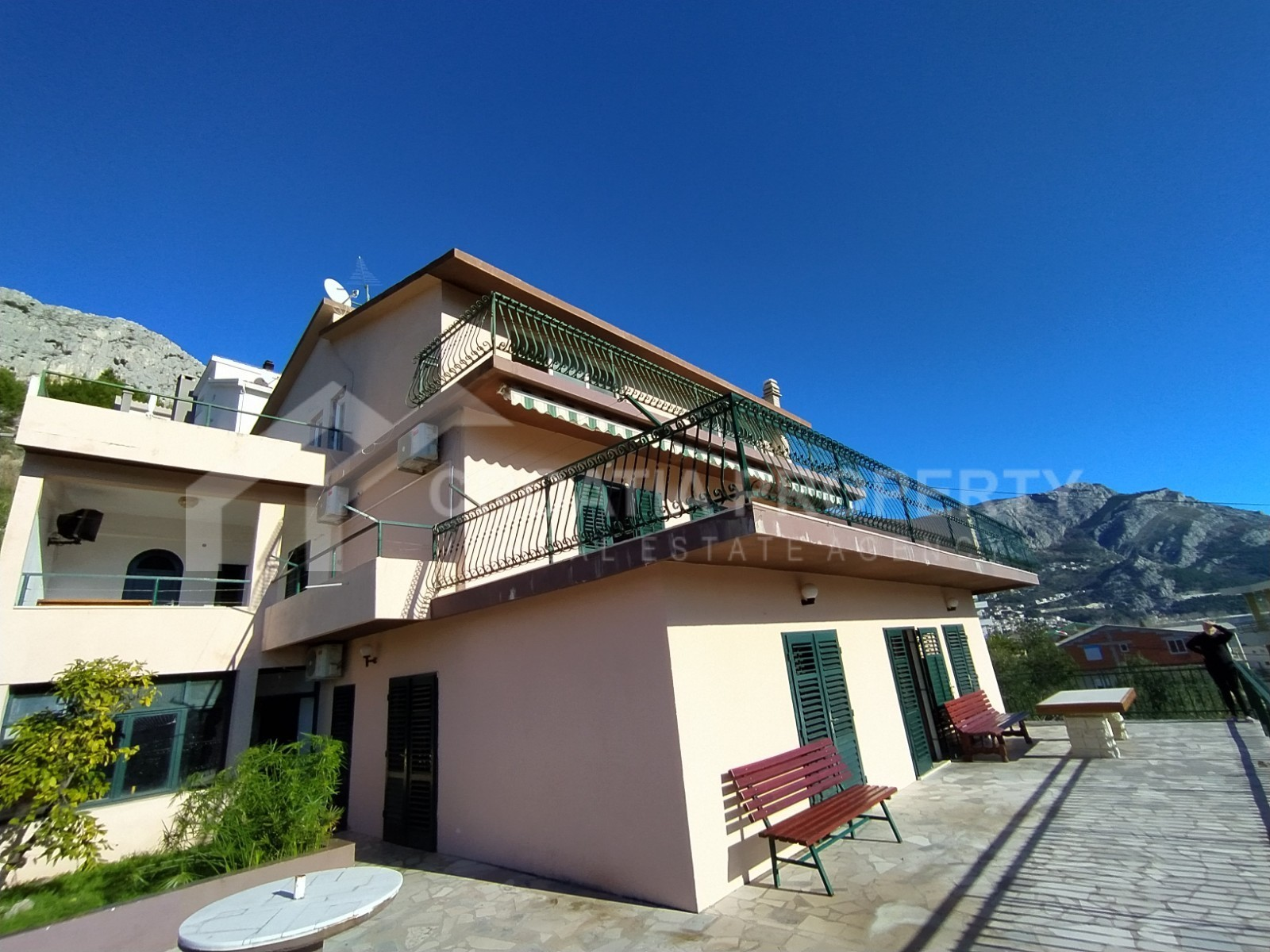 Apartment house for sale Duce