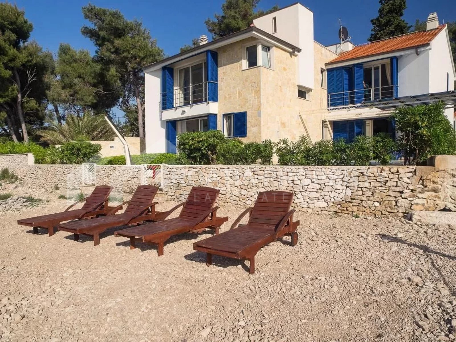 Unique seafront property on Brac