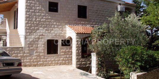 Villa with four apartments Brac