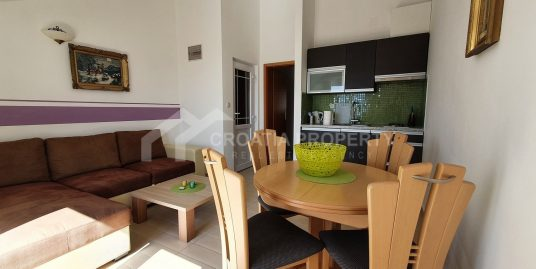 Apartment house in Bol for sale