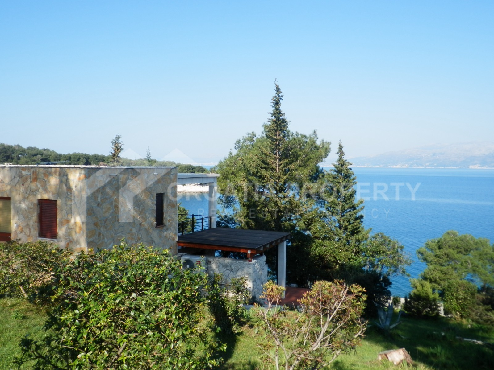 Seafront house on Brac for sale