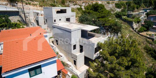 Vila u izgradnji uz more