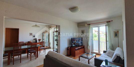 Namješten stan u Supetru prodaja