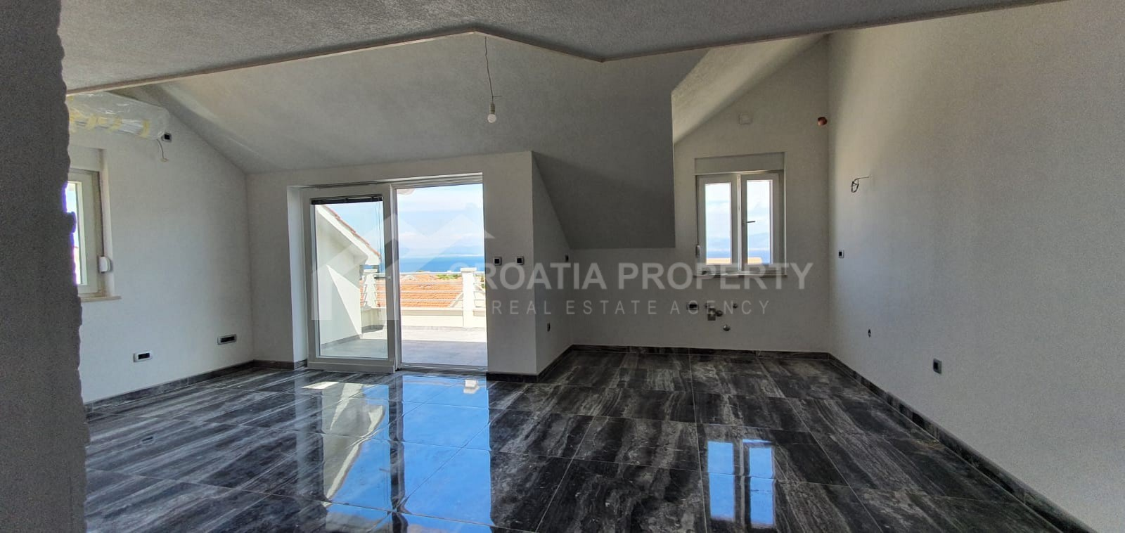 Apartment with a gallery in Supetar