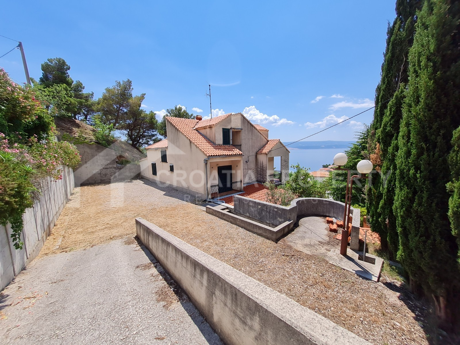 House close to Omiš for sale