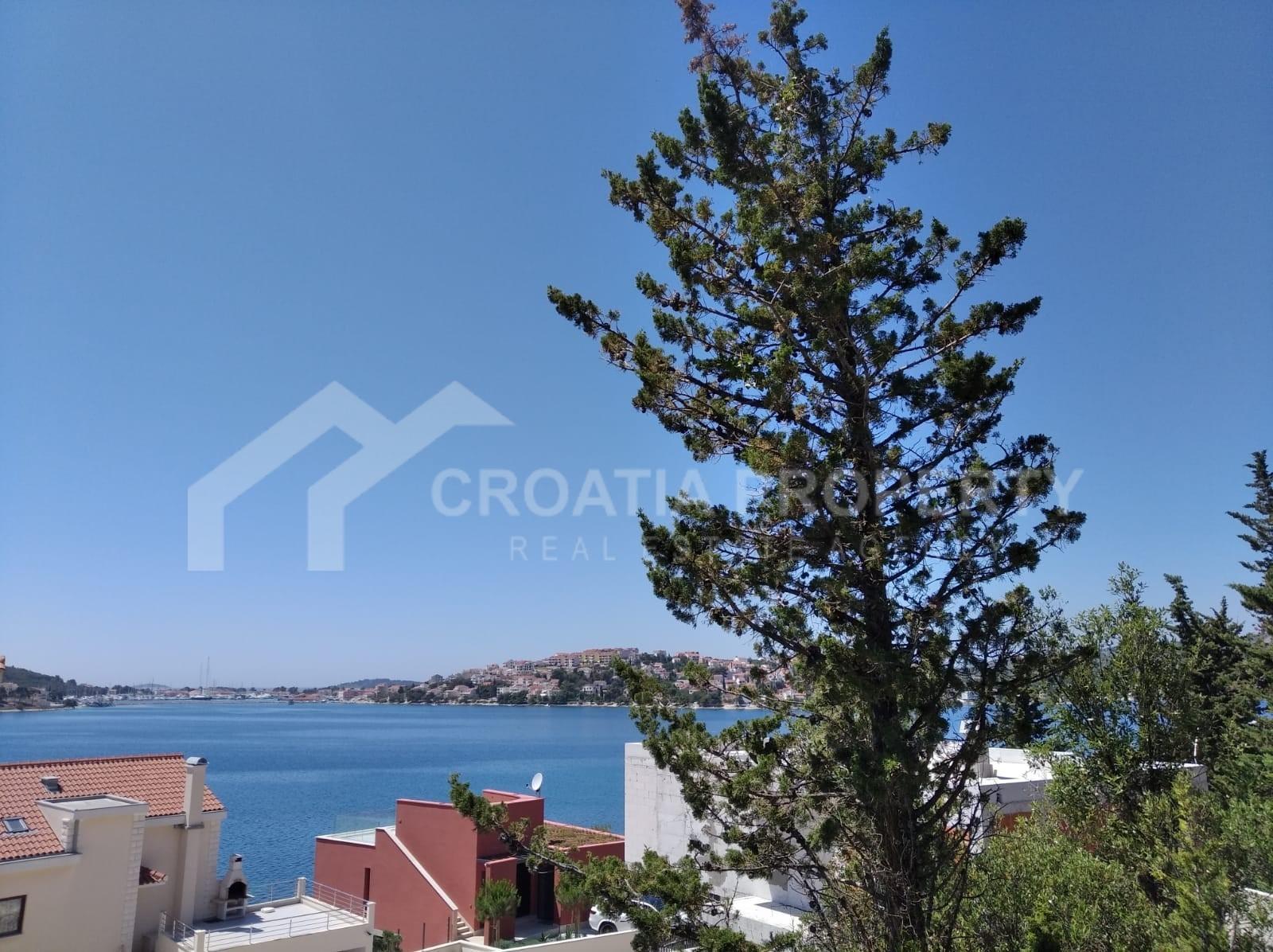 Plot close to sea Rogoznica for sale