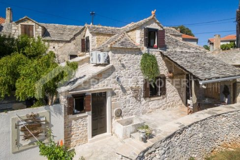 Beautiful stone house with pool Supetar for sale - 2244 - stone property (1)