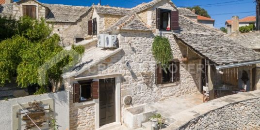 Beautiful stone house with pool Supetar for sale